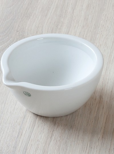 Porcelain Mortar with Spout / 자제유발, Unglazed